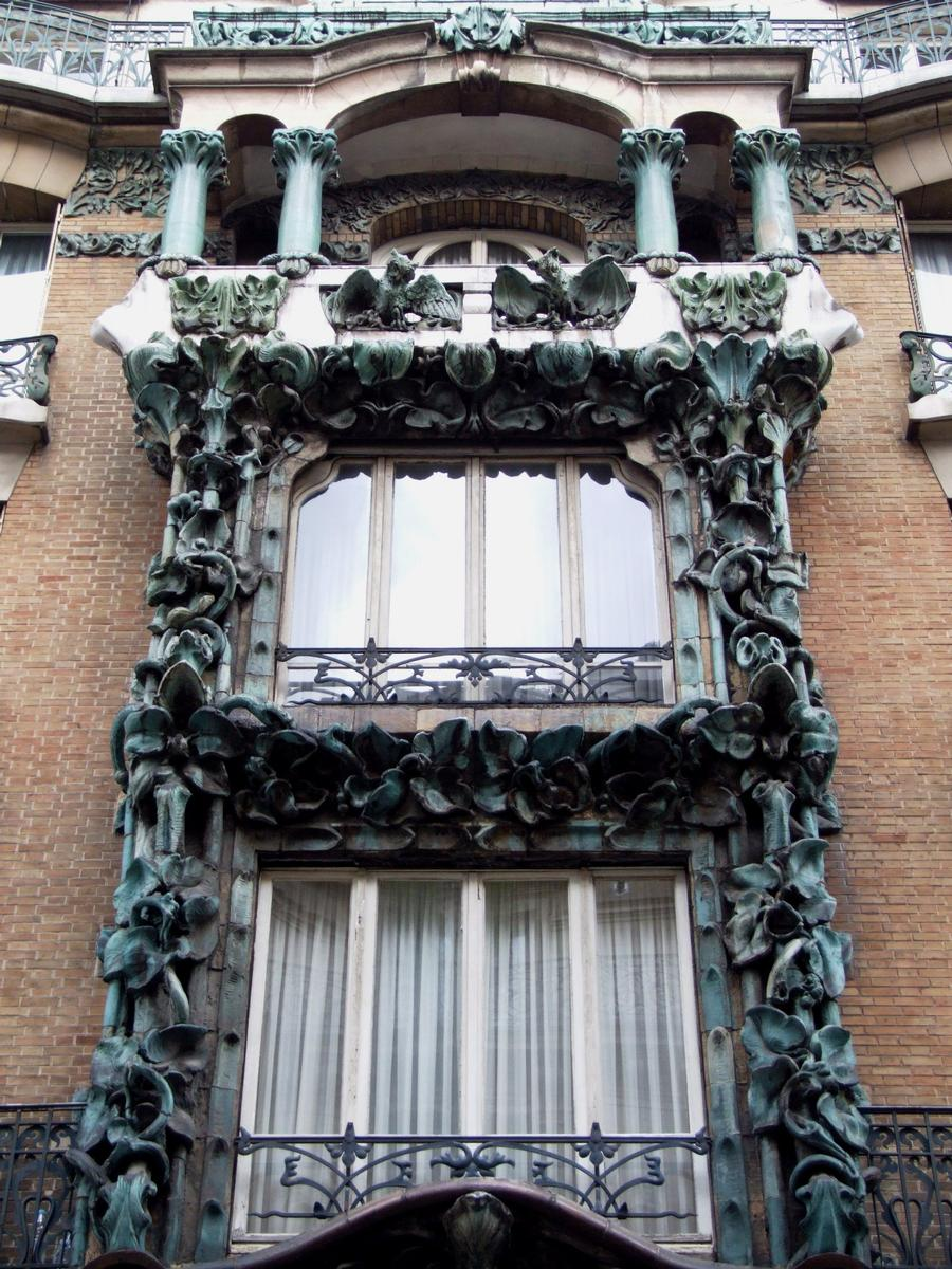 Fiche média no. 79928 Paris 10 ème arrondissement - Immeuble du 14 rue d'Abbeville construit en 1901 par les architectes Alexandre et Edouard Autant. La décoration végétale en grès flammé d'Alexandre Bigot