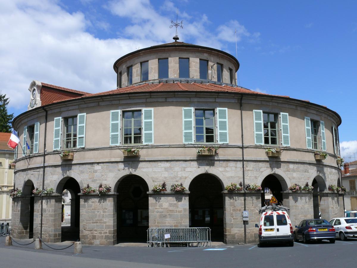 H tel de ville ambert ambert 1827 structurae for Piscine puy de dome