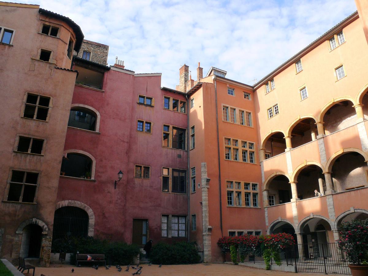 Maison des avocats lyon structurae for Avocat construction maison