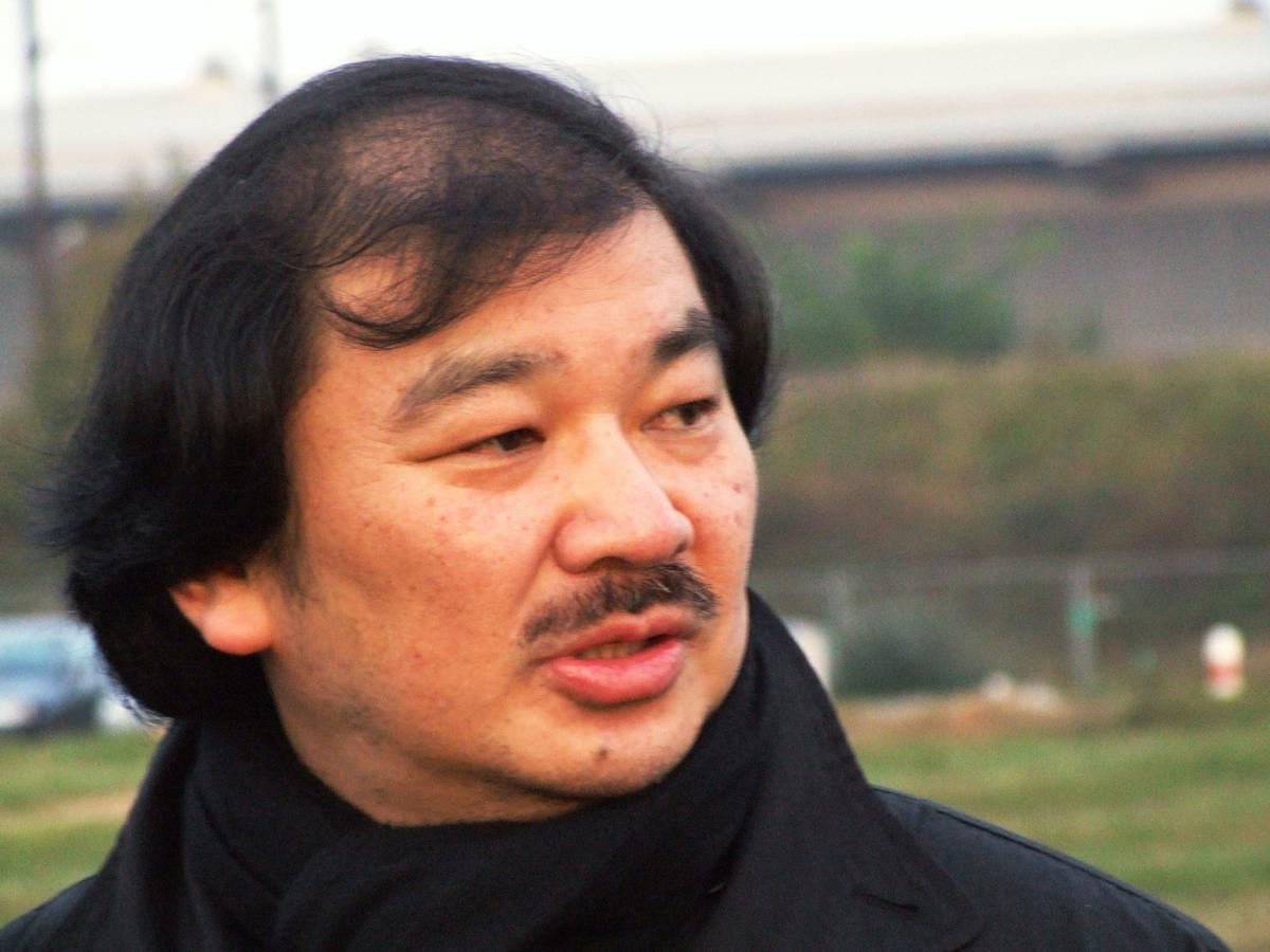 Shigeru Ban à la pose de la première pierre du Centre Pompidou-Metz