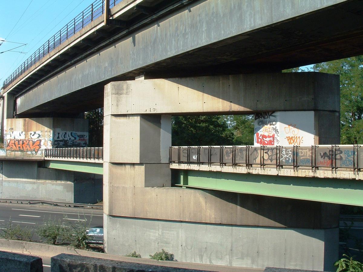 Champigny-sur-Marne - Pont-rail de Nogent (viaduc de franchissement de l'autoroute A4 à la suite du viaduc de Nogent-sur-Marne) - Pile