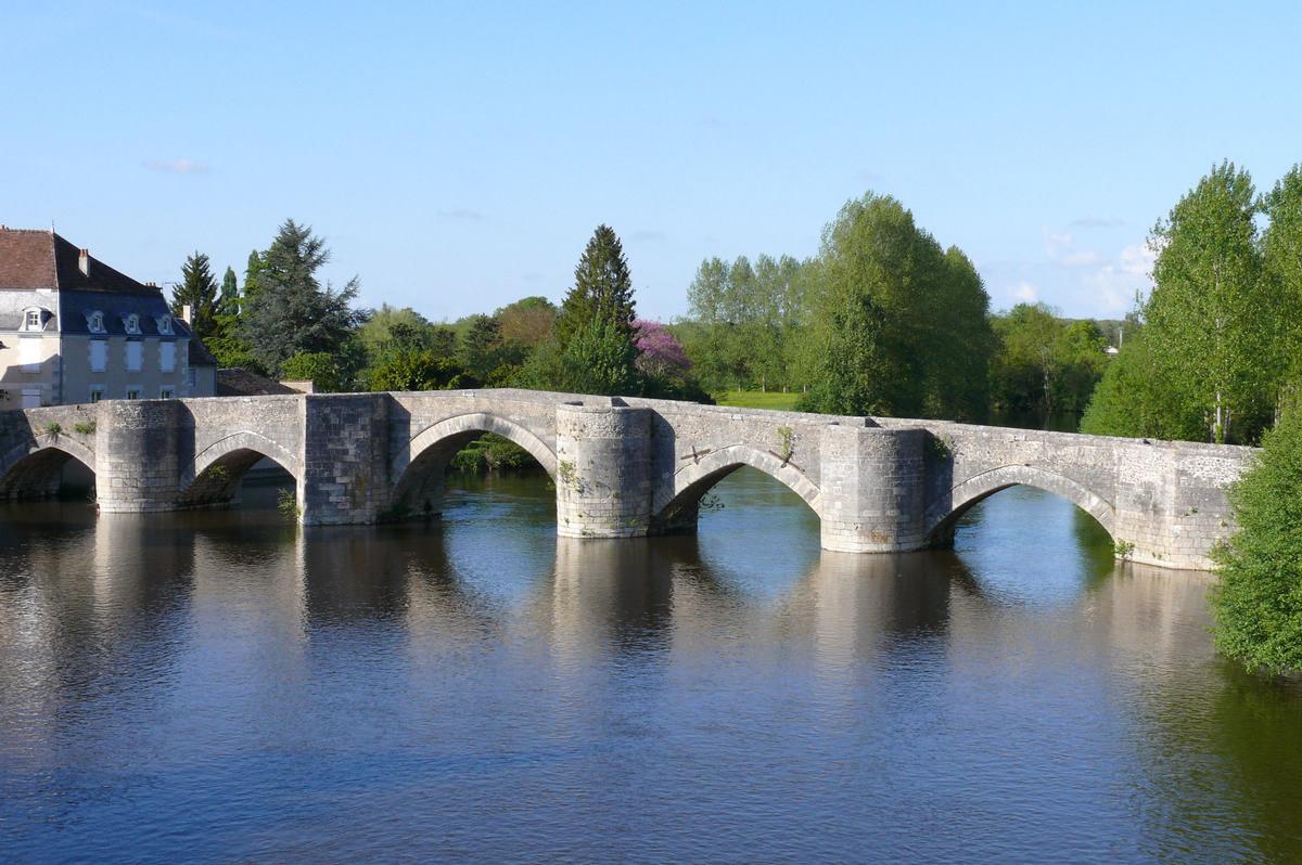 Pont Vieux de Saint-Savin-sur-Gartempe