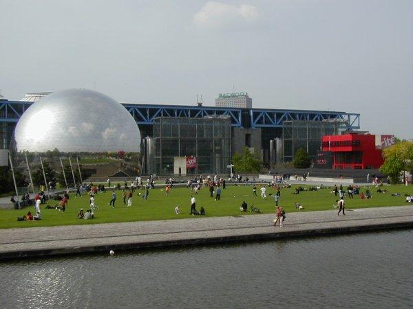 Parc de la VilletteCanal de l'Ourcq, Géode.