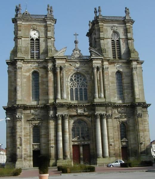 Eglise notre dame de vitry le fran ois vitry le fran ois for Piscine vitry le francois