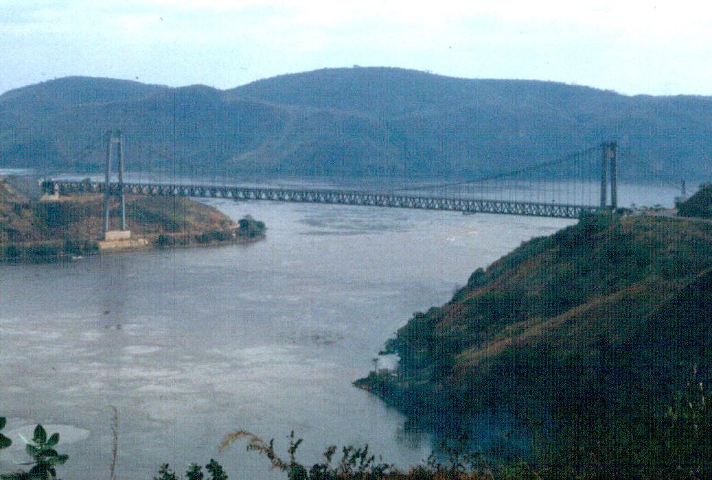 Hängebrücke von Matadi über den Kongo (ehemaliges Zaire)