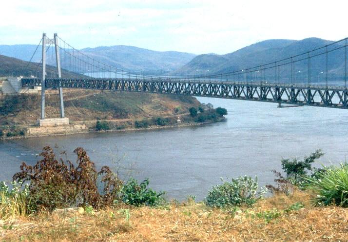 Südliche Ansicht der Hängebrücke von Matadi über den Kongo
