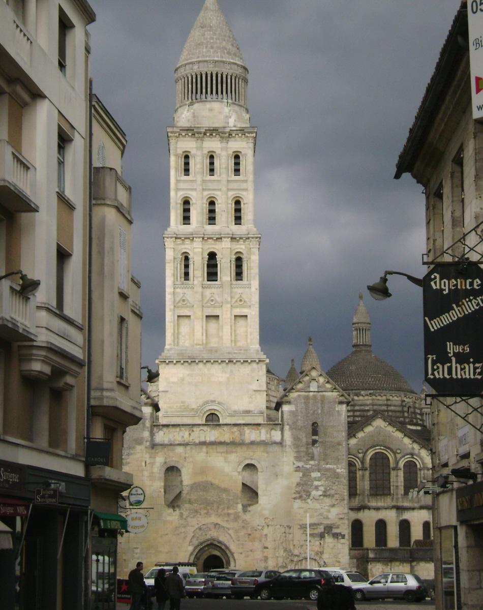 La cathédrale Saint Front, à Périgueux, érigée dès le 12e siècle, a été fortement restaurée au 19e siècle