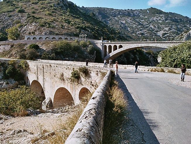 Le Pont du Diable, sur l'Hérault, le plus ancien pont roman encore en place en France
