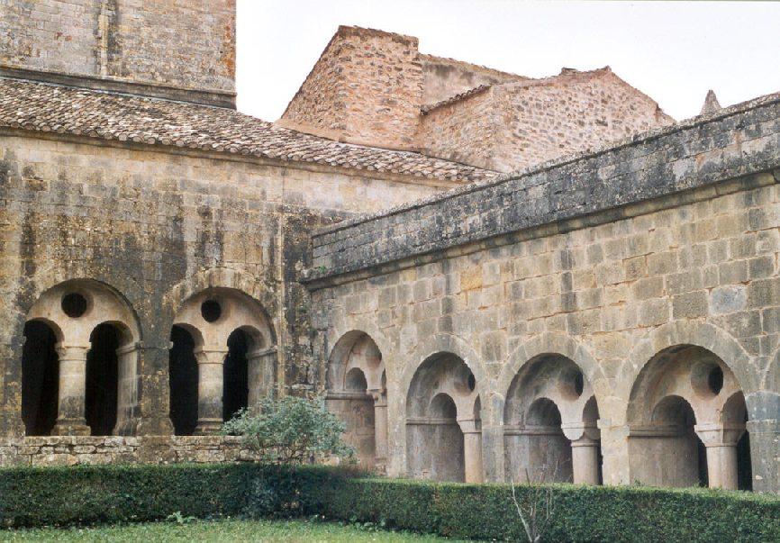 Le cloître de l'abbaye (cistercienne) du Thoronet (Var)