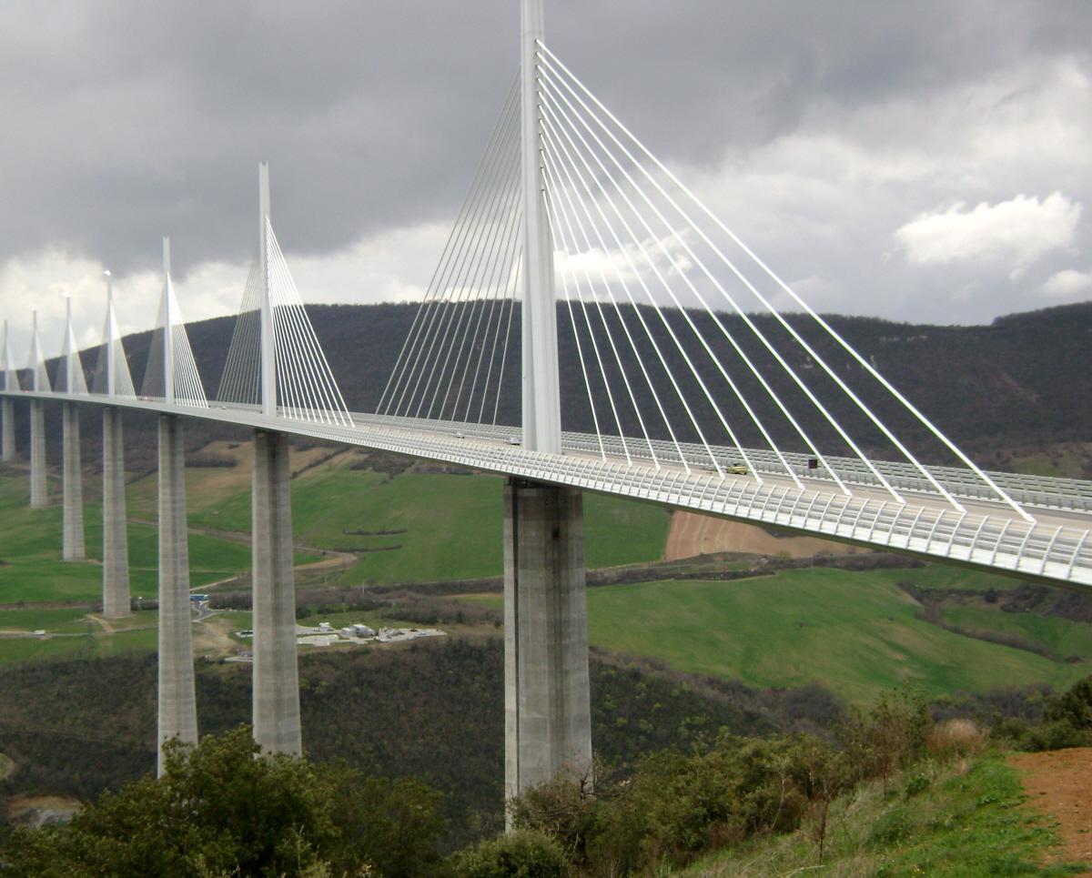 Le viaduc de Millau (autoroute A75).