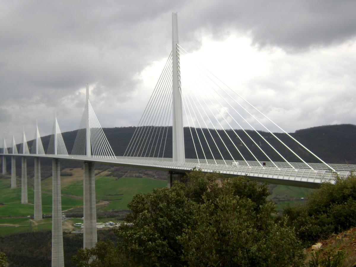 Le viaduc de Millau (autoroute A75), sur le Tarn