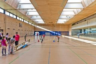 Blendfreie Dachbelichtung versus blendenden Lichteinfall durch die Wandverglasung (Ablachhalle in Mengen)