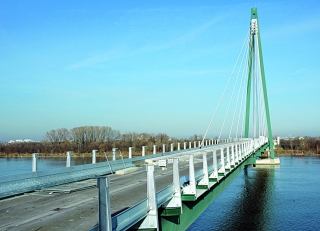 Die Wiener Donaustadtbrücke wird zurzeit im Zuge der Streckenerweiterung der U2 als zweispurige U-Bahn-Trasse ausgebaut