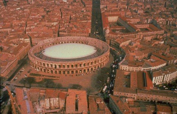 Couverture des Arènes de Nîmes.