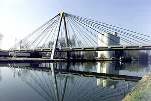 Cable-stayed bridge in Nemours.