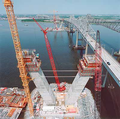 Media File No. 10796 Using PERI ACS (Automatic Climbing System) and PERI VARIO GT 24 wall formwork these concrete piers are steadily rising over the Cooper River in weekly cycles