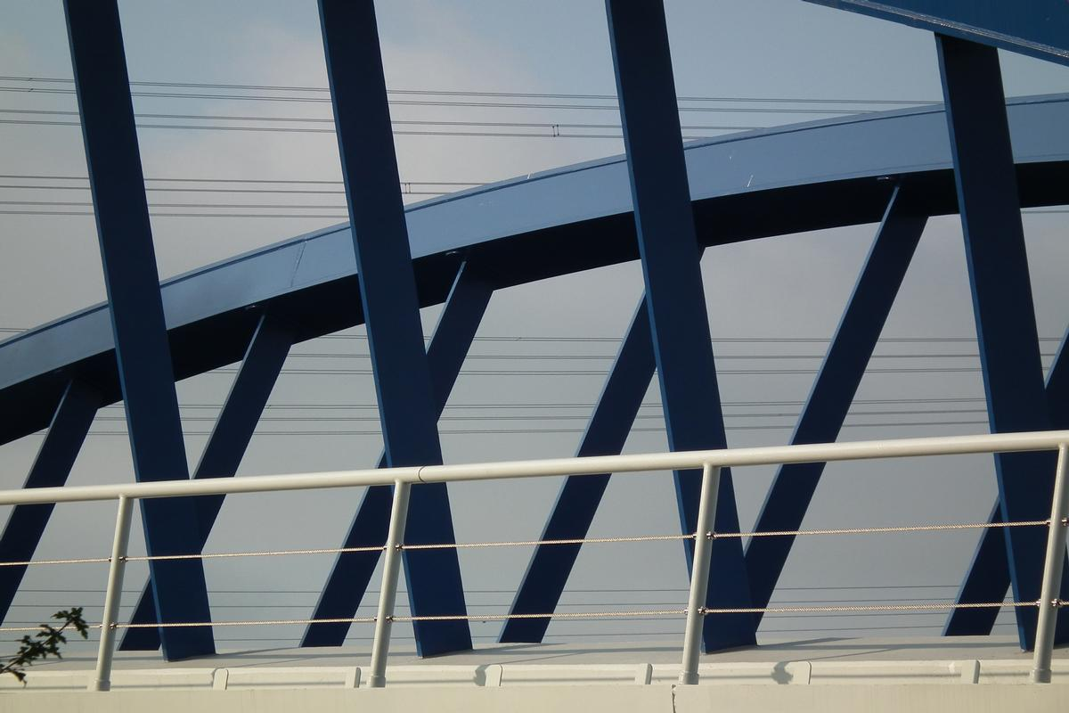 Pontferroviaire franchissant l'autoroute A4 près de Düren