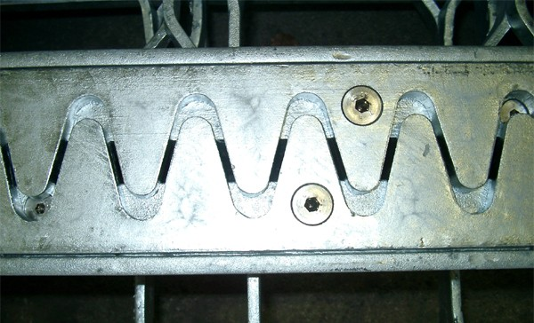 Finger plates for shock and impact-free industrial vehicles ride