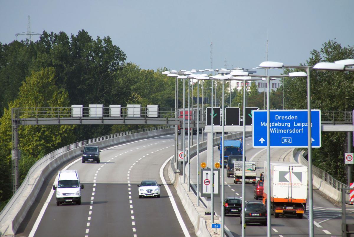 Nach der Instandsetzung: Der Verkehr fließt wieder sicher und störungsfrei über die Berliner Autobahn 100