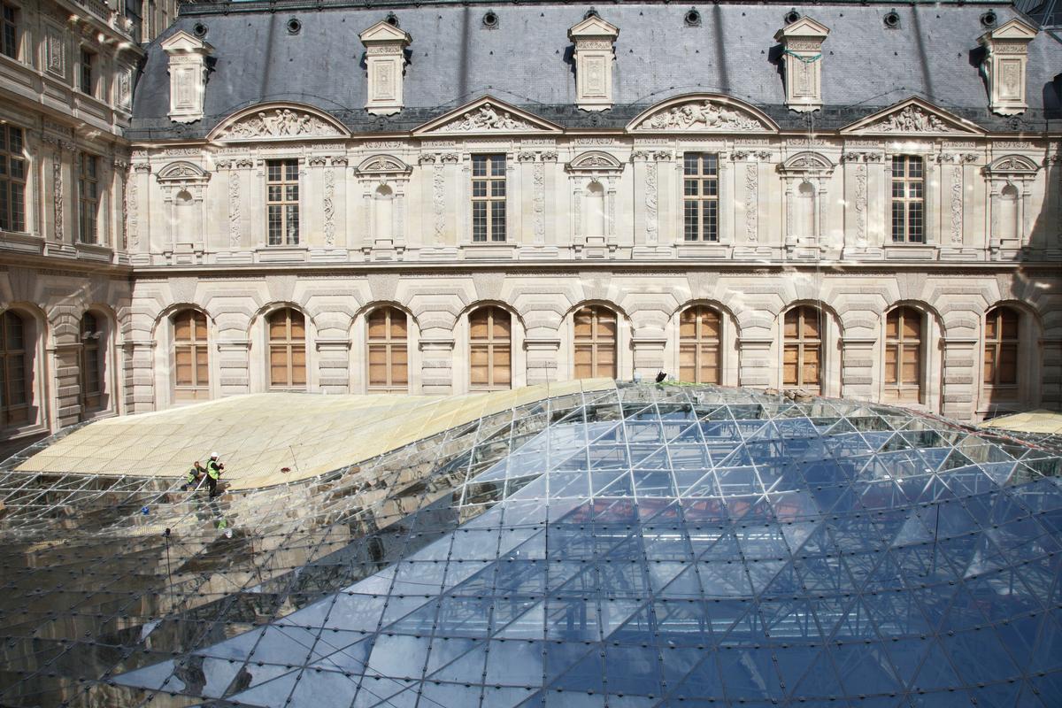 Das Glasdach wird verschleiert