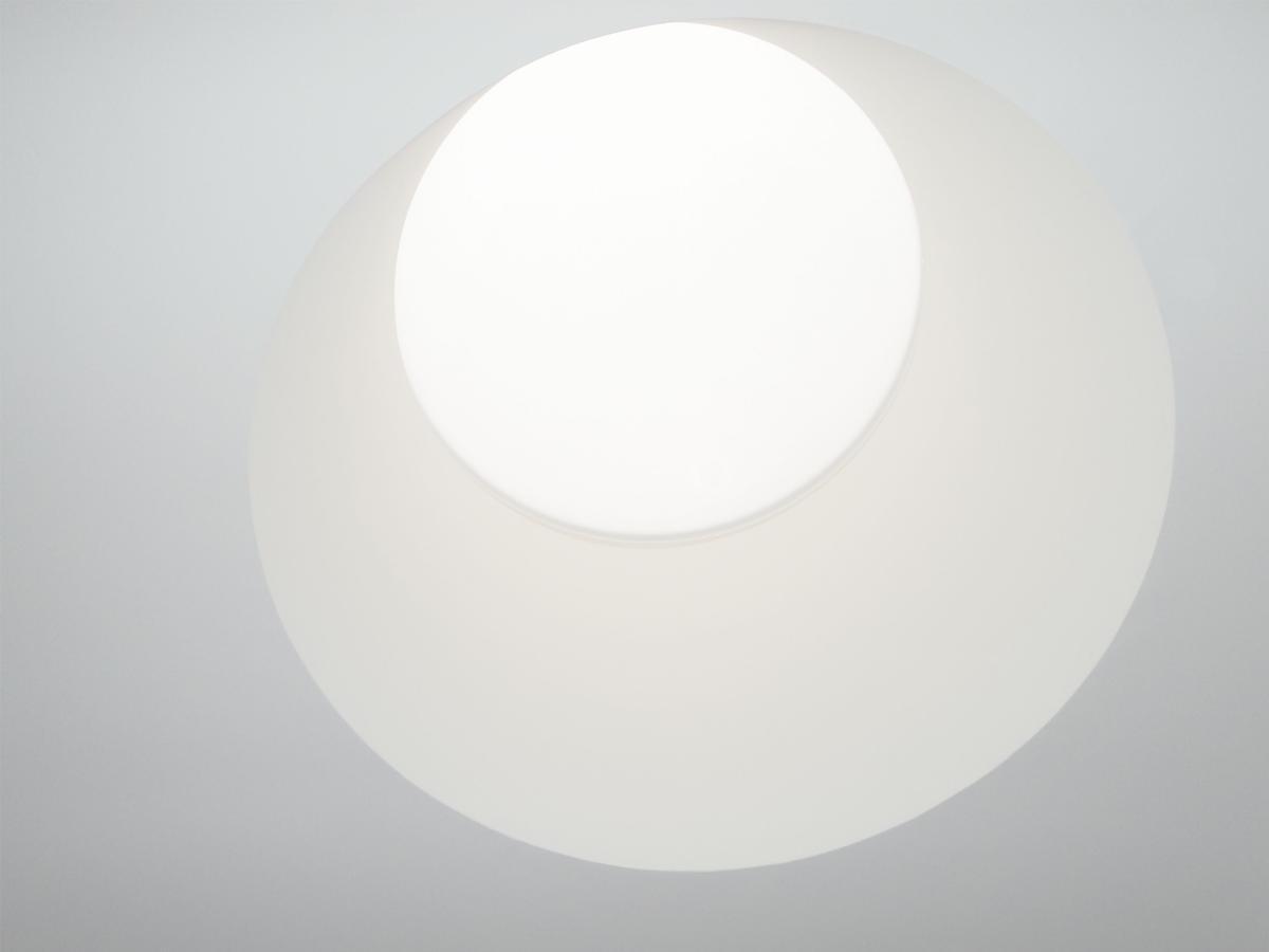 """Ein """"Highlight"""": Licht- und Schattenspiele in der Schachtverkleidung für runde Lichtkuppeln"""