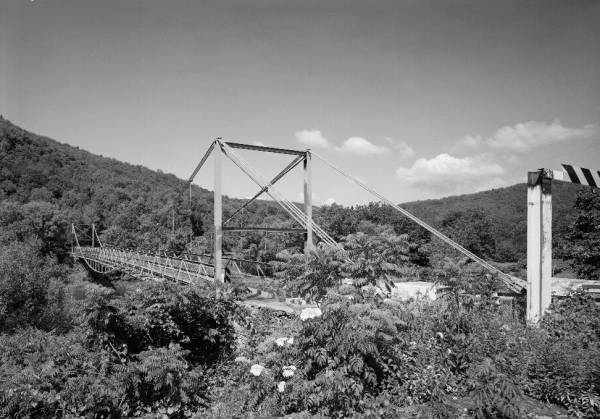 Lackawaxen Suspension Bridge.(HAER, PA,52-LACK,1-54)