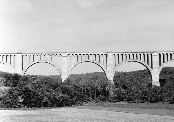 Tunkhannock Viaduct.(HAER, PA,66-NICH,1-6)