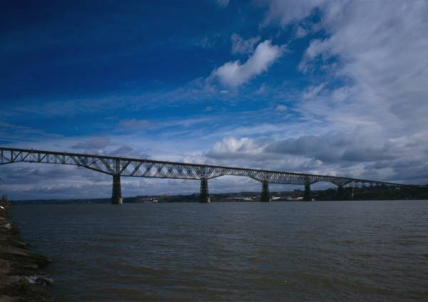 Poughkeepsie Railroad Bridge(HAER, NY,14-POKEP,8-;DLC/PP-97:NY-228)