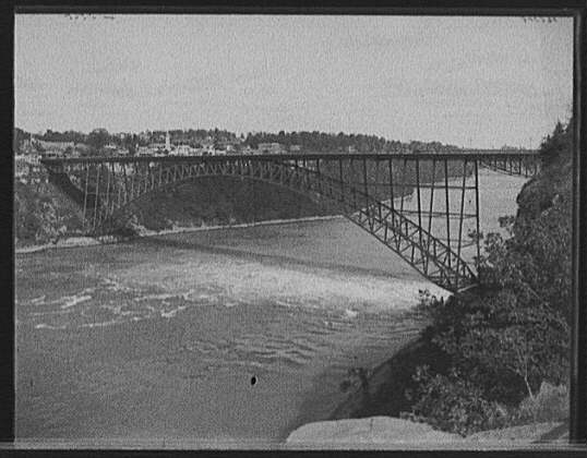 Honeymoon Bridge, Niagara Falls. Source: Library of Congress, Call Number LC-D428-35048, Digital ID: det 4a28459.