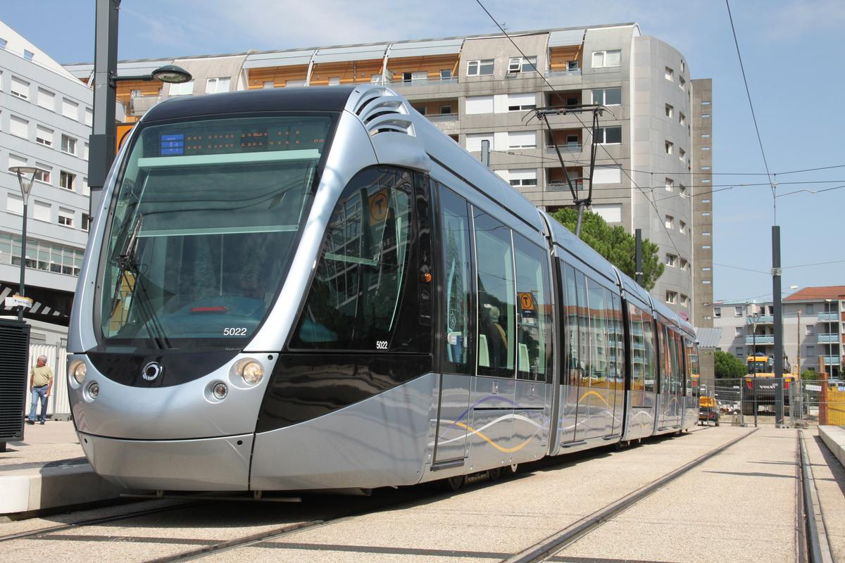 Toulouse Tramway Line T1 Toulouse Beauzelle 2010 Structurae