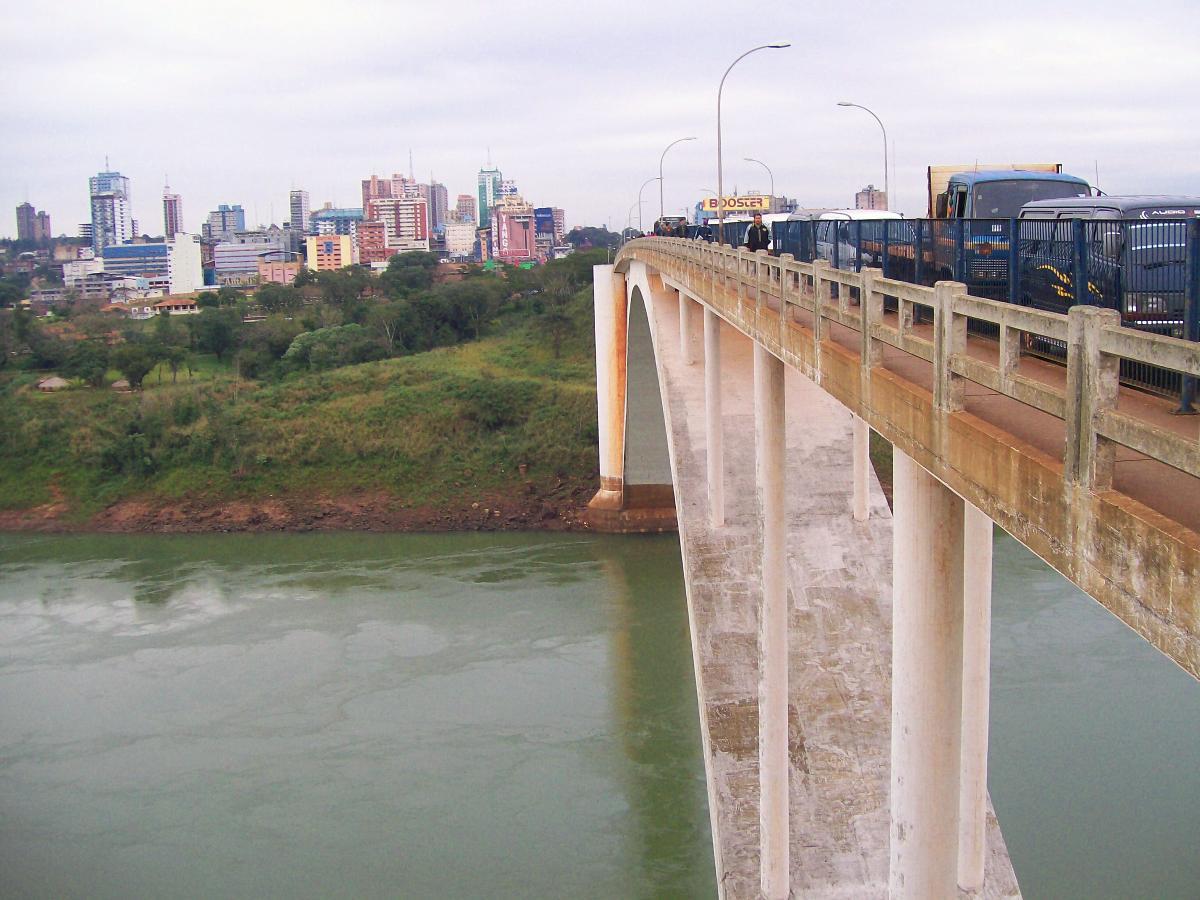 Amizade Bridge(photographer: Ekem)