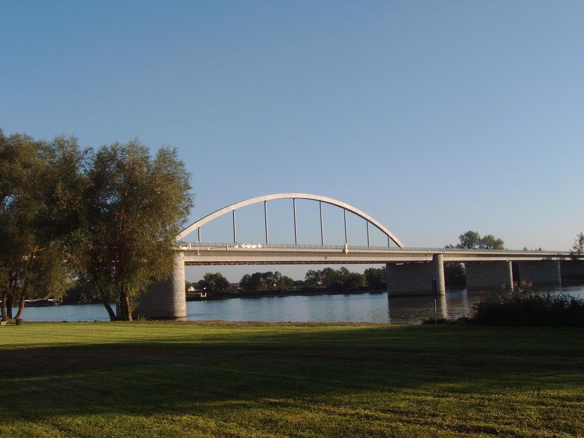 Donaubrücke Fischerdorf