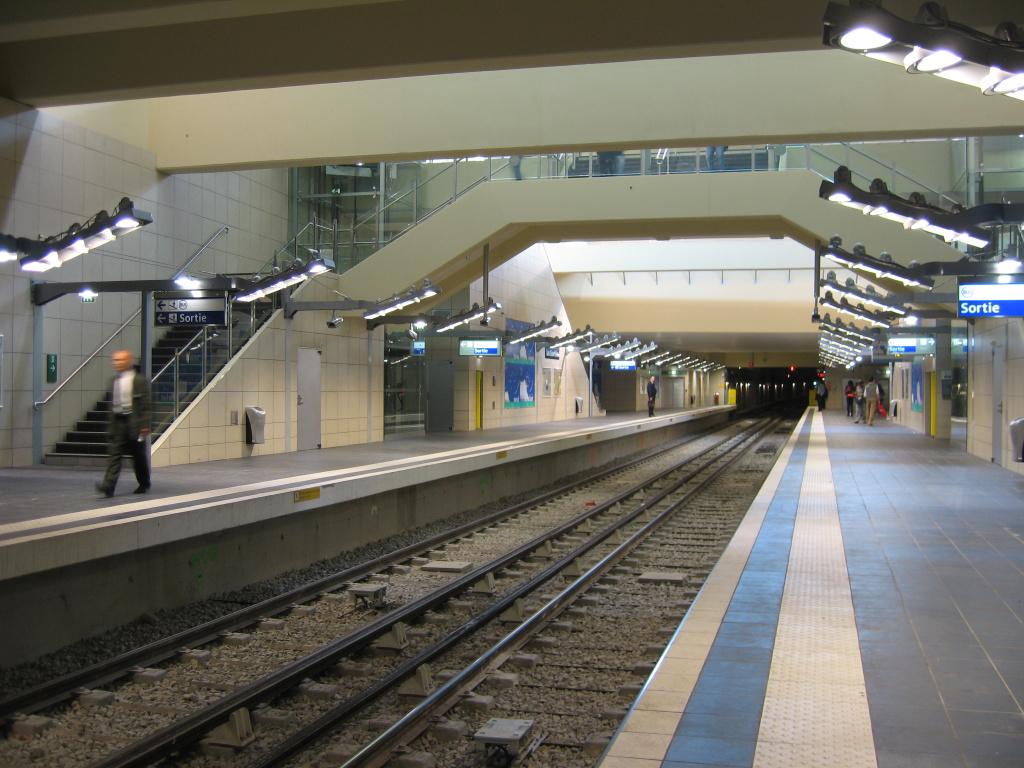 Asnières - Gennevilliers - Les Courtilles Metro Station