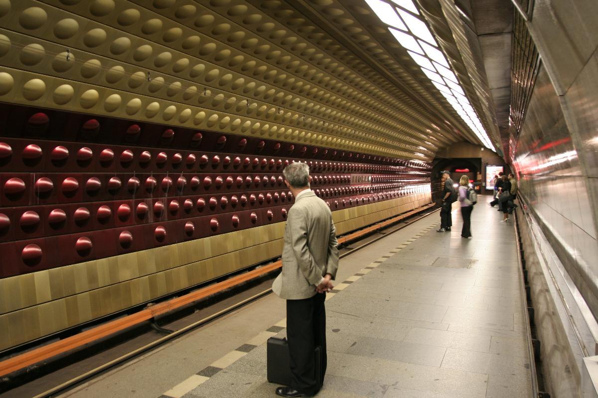 Flora Metro Station