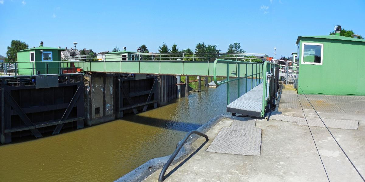Rollbrücke am Alten Estesperrwerk