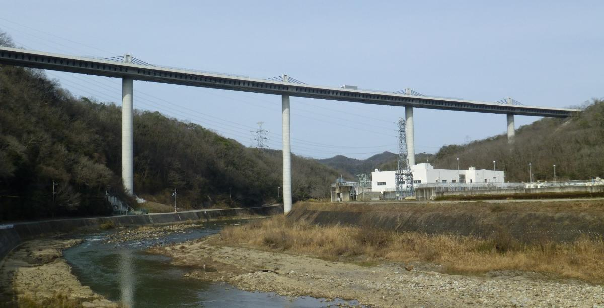 Shin-Meishin Mukogawa bridge crossing Mukogawa (Muko river) on Shin-Meishin Expressway