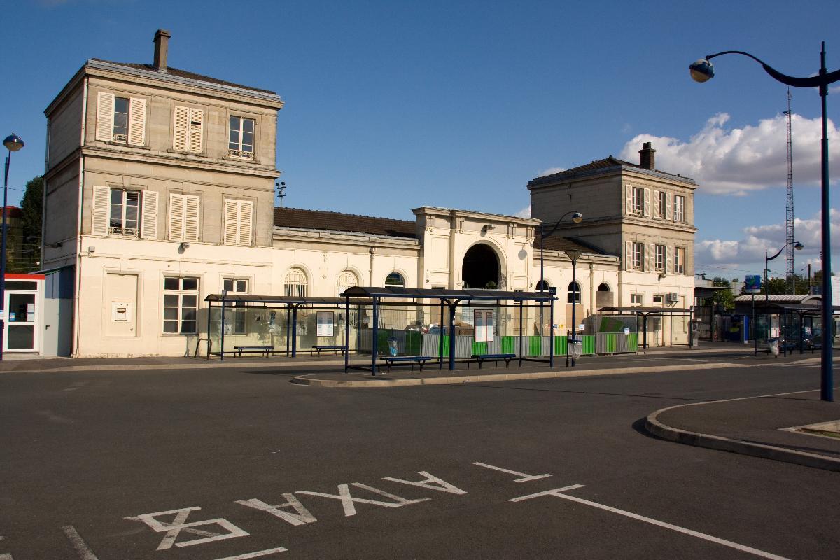 Bahnhof Survilliers - Fosses