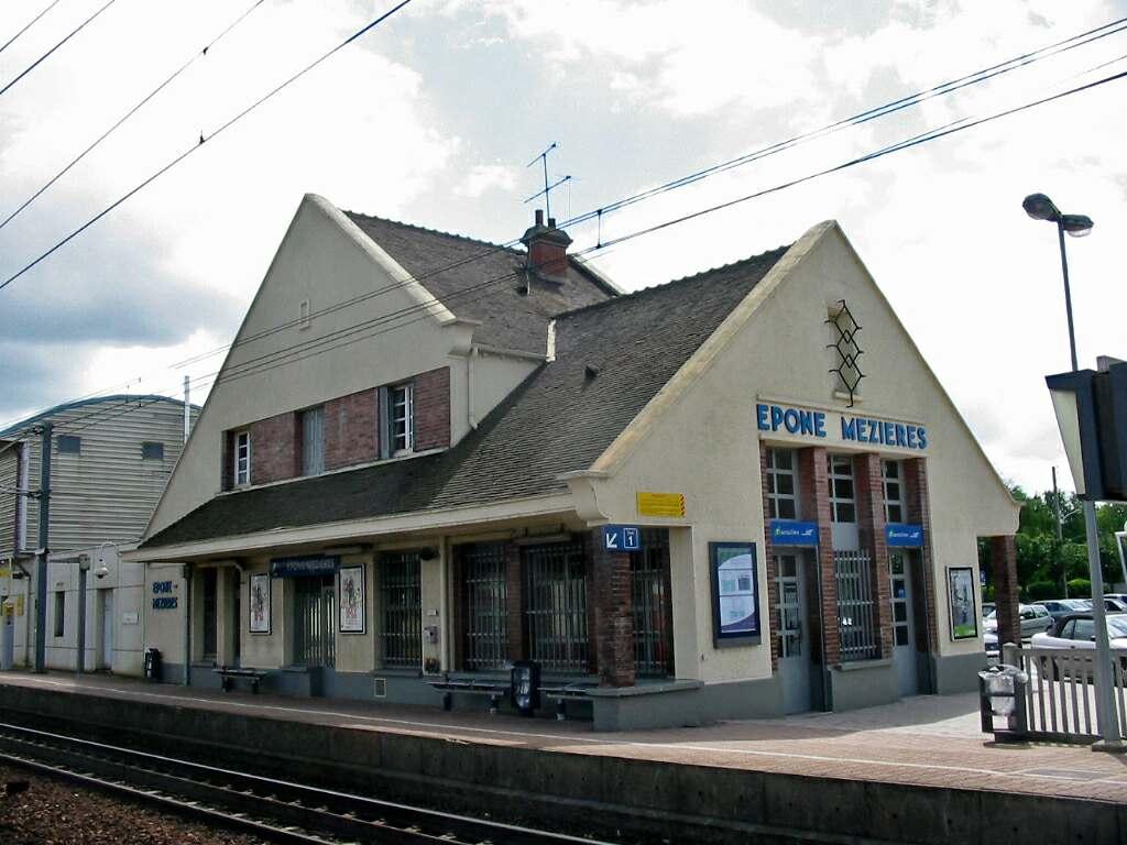 Épône - Mézières Station