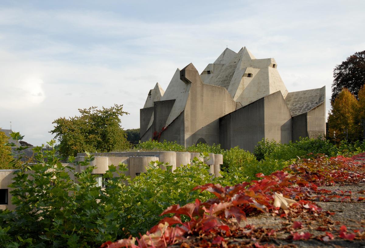 Pilgrimage church, maria königin des friedens, neviges, germany 1963-1972. architect: gottfried böhm, b.1920.
