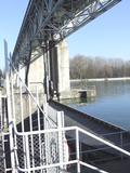 Barrage sur le Rhin à Kembs (68/Haut-Rhin/Alsace).Ce barrage régule de débit du Rhin et maintient à un niveau quasi constant le niveau du Grand Canal d'Alsace.C'est le premier ouvrage en amont avant la frontière Suisse.